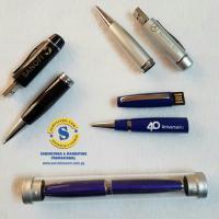 Pendrive y Bolígrafo